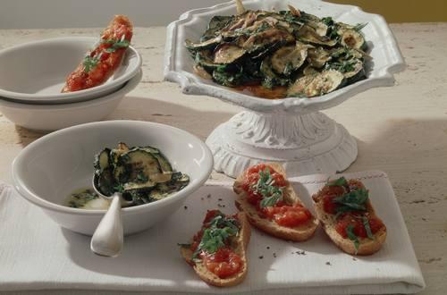 Knorr - Marinierte Kräuter-Zucchini und knusprige Bruschetta