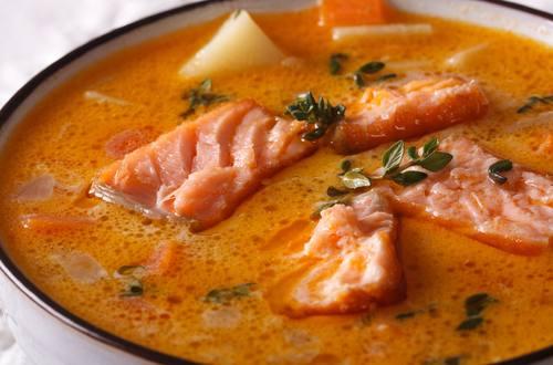 Cá hồi kho với dưa cải chua