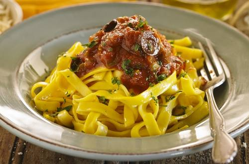 Tallarin en su salsa napolitana