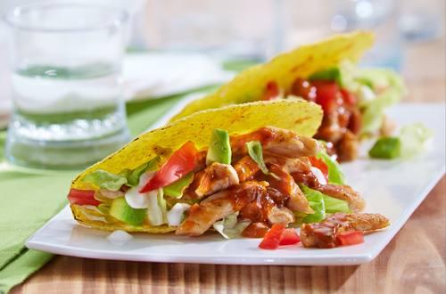 Gefüllte Taco-Schalen mit Puten-Bolognese