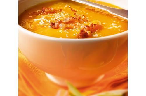 Oranje soep met kokos en bacon