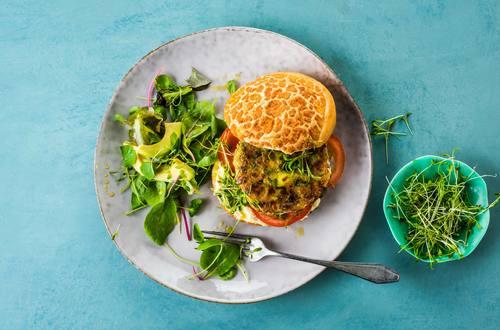 Burger vegetale con cereali, legumi e verdure