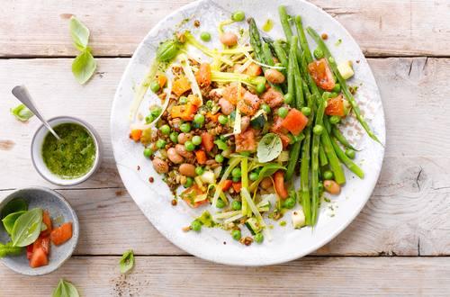 Getreidesalat mit Quinoa und Gemüse
