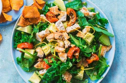 Salade d'épinards et de chou vert frisé