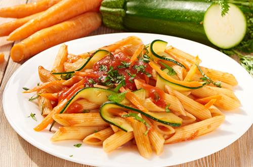 Pasta met tomaten-groentesaus