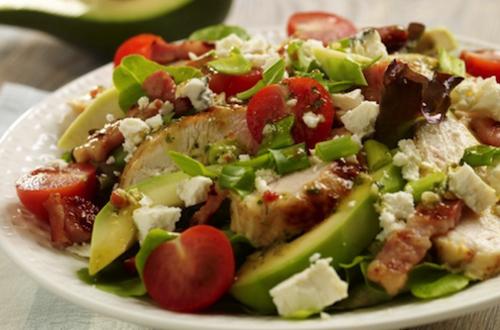 Salade met gegrilde kip en feta