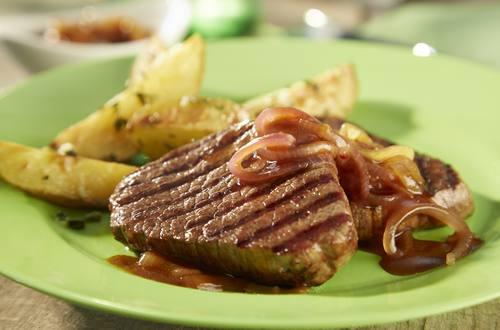 Rinderfilet mit Rosmarin-Kartoffeln und Zwiebeln