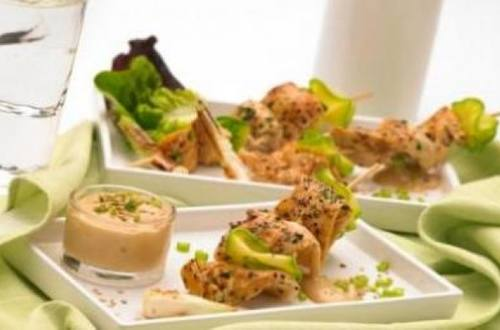 Brochetas de pollo con salsa de tamarindo