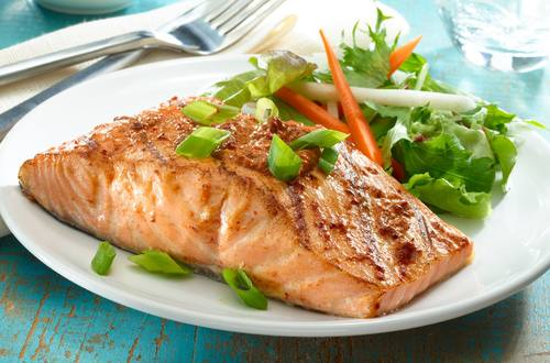 Salmon Glaceado Con Miel Y Chile Ancho