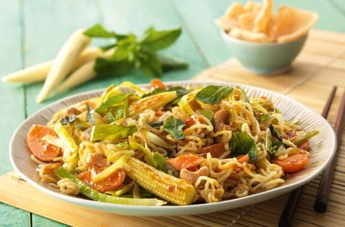 Knorr - Woknudeln in Curry-Sauce mit frischem Babymais