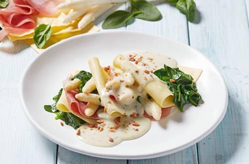 Open lasagne met asperges, parmaham en basilicum