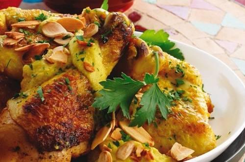 Pollo con almendras marroquí