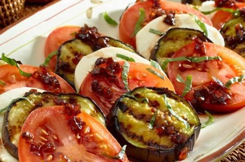 Salade Caprese aux Aubergines Grillées