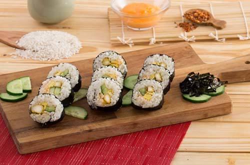 Resep sushi roll isi ayam goreng spicy mayo