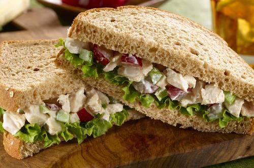 Sandwich à la salade de poulet