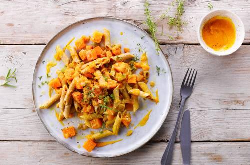 Knorr - Erbsen Pasta mit Kürbis-Orangen-Sauce