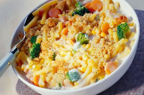 Knorr - Makkaroni-Puten-Auflauf mit Mais und Erbsen