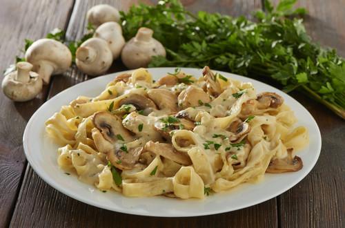 Pasta Carbonara mit Huhn und Pilzen