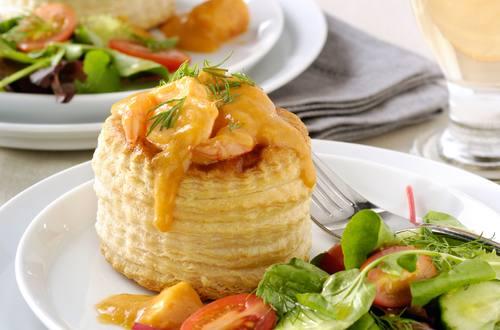 Pasteitjes met een vulling van kreeft, visfilet en garnalen