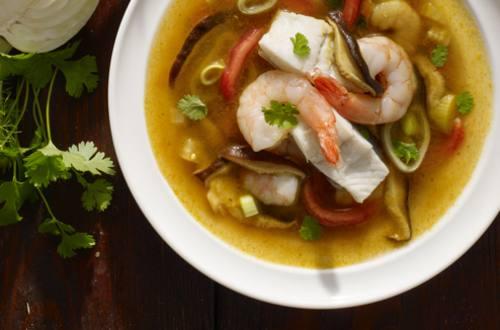 Bouillabaisse thaïe au turbot et aux crevettes
