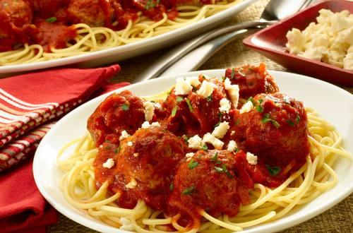 Espagueti Con Albondigas Al Chipotle