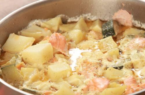 Рагу из лосося с овощами