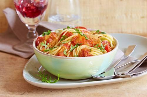 Spaghetti mit Rucola-Tomaten-Sauce und Pancetta