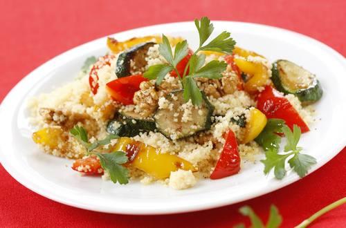 Knorr - Gemüse-Couscous mit Nüssen und Petersilie