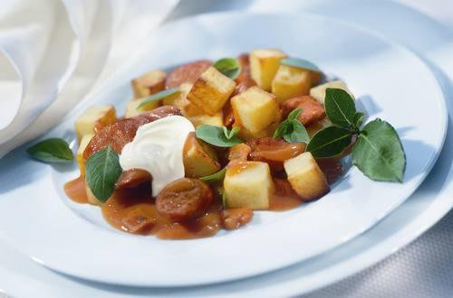 Knorr - Kartoffelgulasch mit Braunschweiger Wurst und Essiggurken