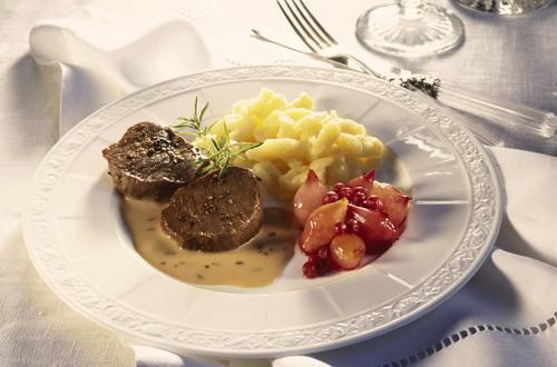 Knorr - Rehmedaillons mit Rotweinschalotten und Edelpilz Sauce