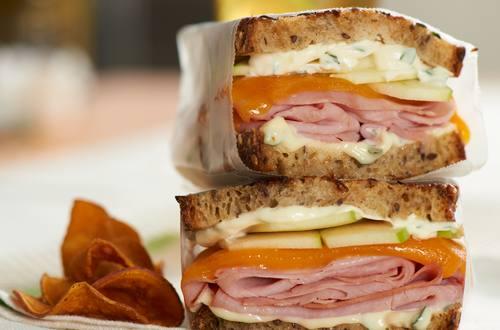 Receta de sándwich de jamón y queso en pan de campo a la parrilla