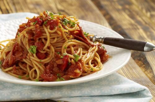 Pasta met tomatensaus en chorizo