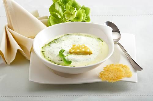 Knorr - Spargelsuppe mit Parmesancracker und Pestocreme