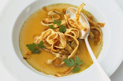 Bouillon de légumes aux crêpes de courge