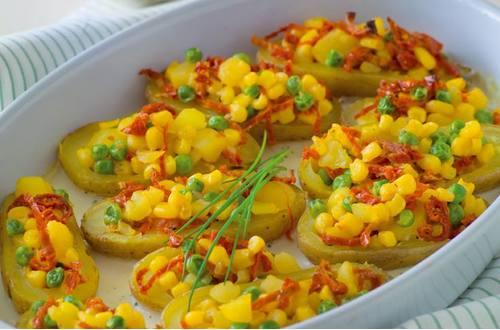 Knorr - Gefüllte Ofenkartoffeln mit Mais, Erbsli, Tomaten