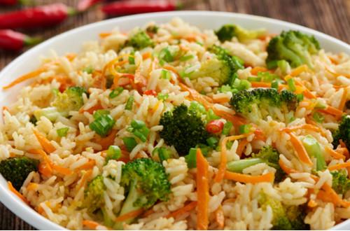 Rijst met broccoli en wortel