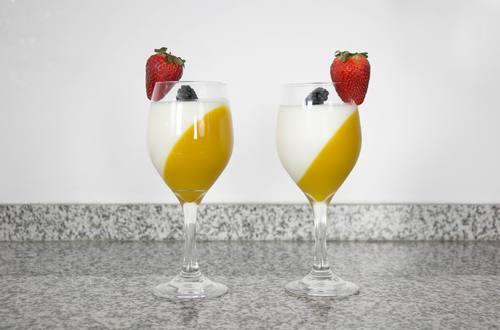 Gelatina Bicolor de Mango y Yogurt
