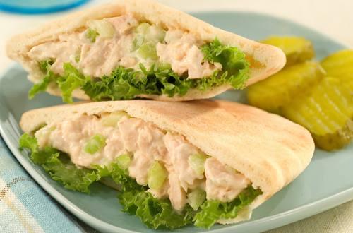 Ensalada de tuna en panes Pita