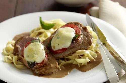 Gratinierte_Kalbsschnitzel_mit_Tomaten_und_Parmaschinken