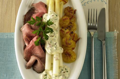Knorr - Spargel mit Roastbeef und Kräuter-Joghurt-Hollandaise