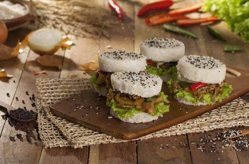 Burger Nasi Sapi Lada Hitam