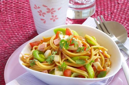 Asiatischer Spaghettisalat
