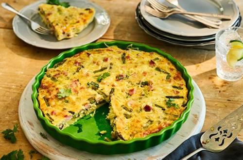 Quiche au jambon, aux asperges et au fromage suisse