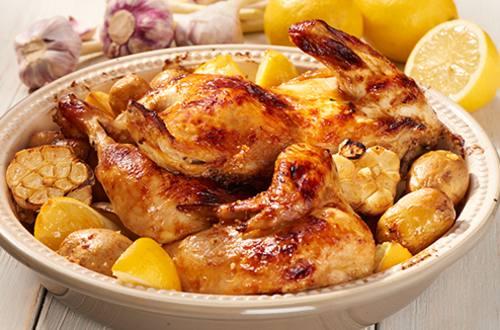 Kip met citroen, knoflook en aardappelen