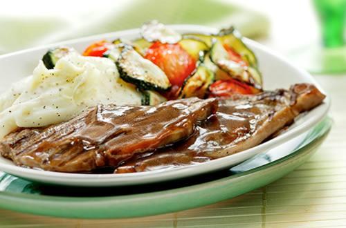 Côtelettes d'agneau et légumes grillés