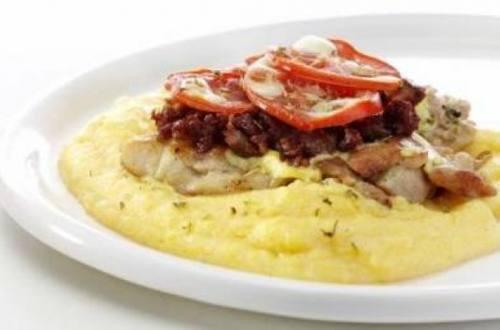 Pata de pollo deshuesada a la plancha y gratinada