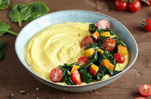 Knorr - Polenta mit gerösteten Tomaten und Blattspinat
