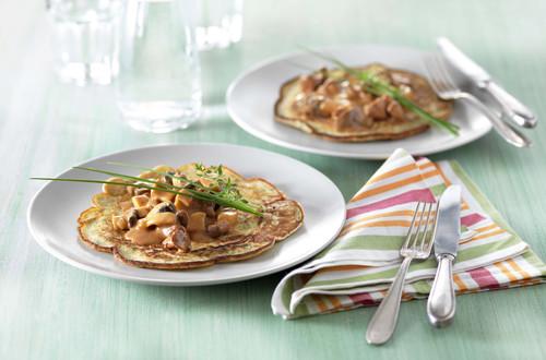 Kräuter-Pancakes mit Pilz-Rahm-Ragout