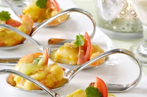 Petites bouchées cuillères de crevettes au safran et citron vert