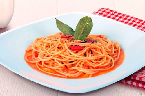 Espageti en Salsa de Pimiento Rojo